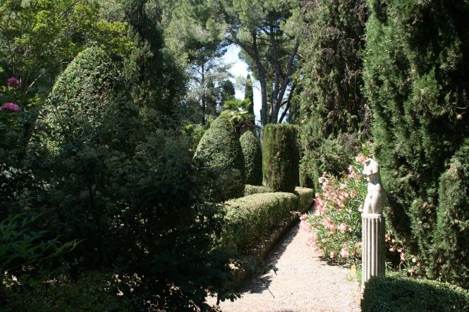 La Venere di Milo lungo un viale del Giardino